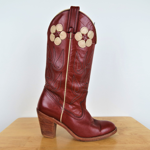 43bb887412629 Vintage 70s Floral Heeled Western Cowboy Boots